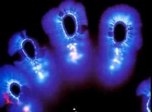 手的能量场显示。