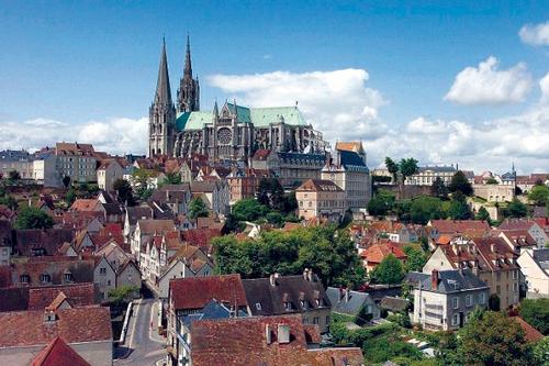 神留下的启示——法国夏尔特大教堂(图)