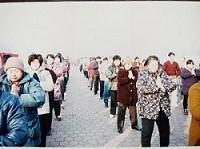 天津市法輪功學員在一宮廣場集體煉功